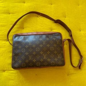 Louis Vuitton Sac Bandouliere Bag
